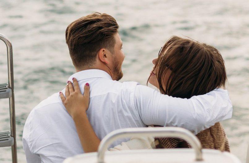 trasformare una relazione virtuale in reale, coppia innamorata